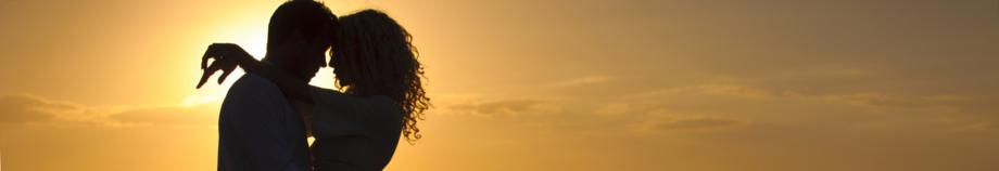 Singlebörsen-Test-Paar-Sonnenuntergang